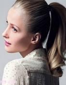Novias con un peinado sencillo: coletas