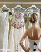 Poniéndonos el vestido de novia