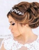 Elegantes recogidos con volumen para novias