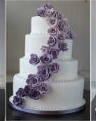Inspírate con estas tartas de boda en blanco y malva