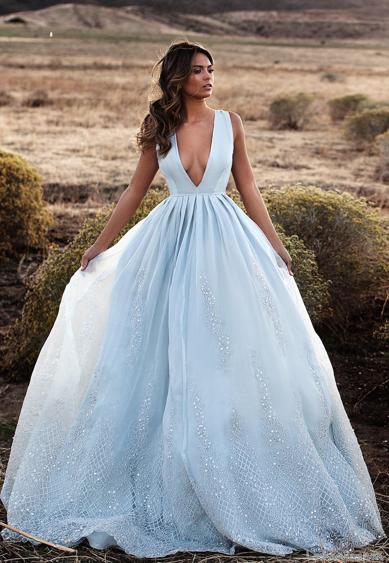 vestido azul novias amplios tirantes