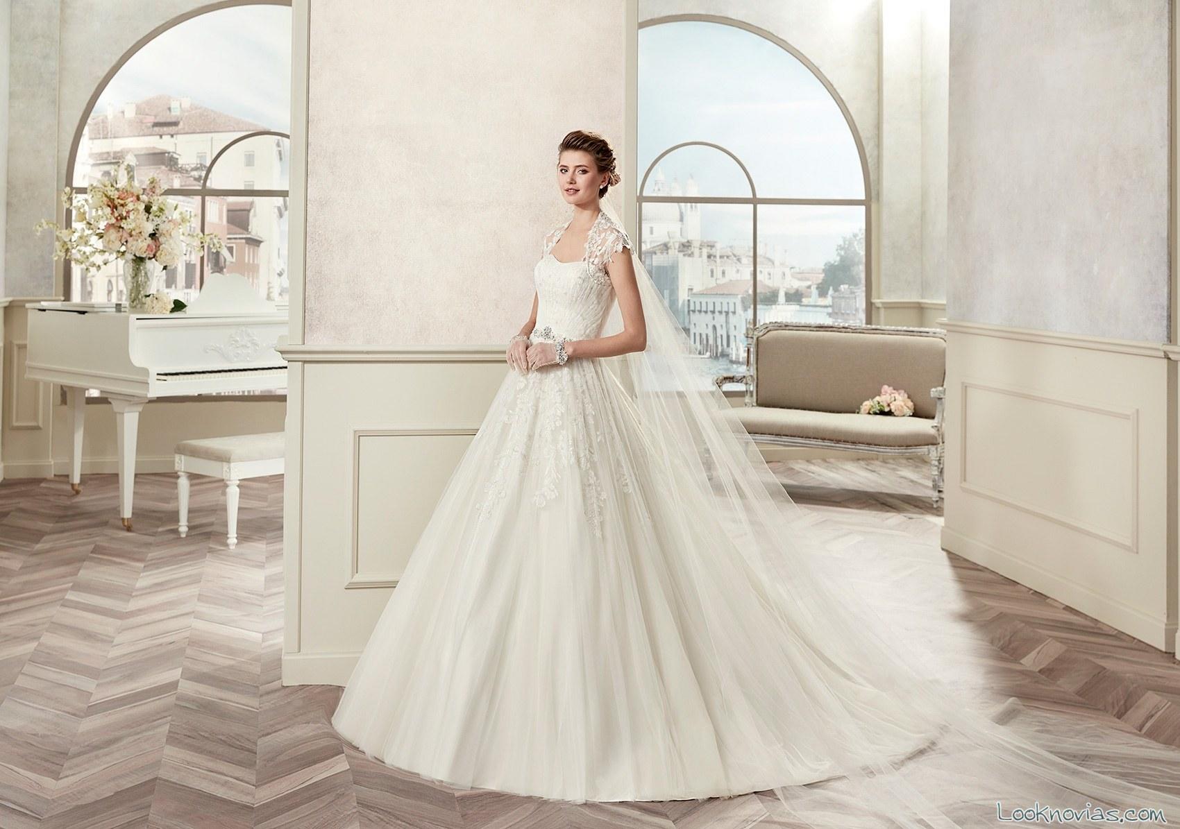 vestido blanco de novia con velo