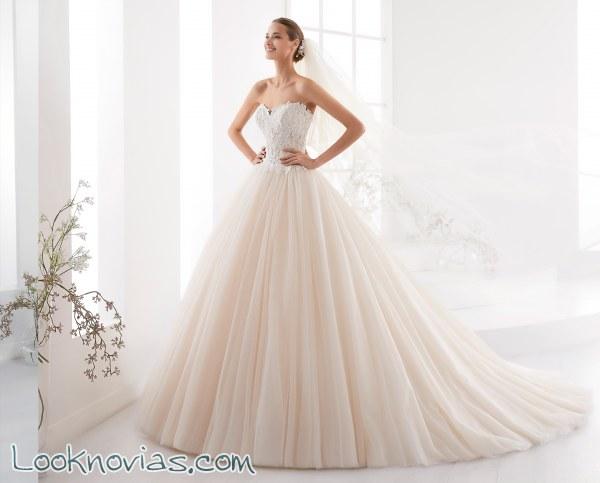 Impactantes vestidos de la colección Aurora