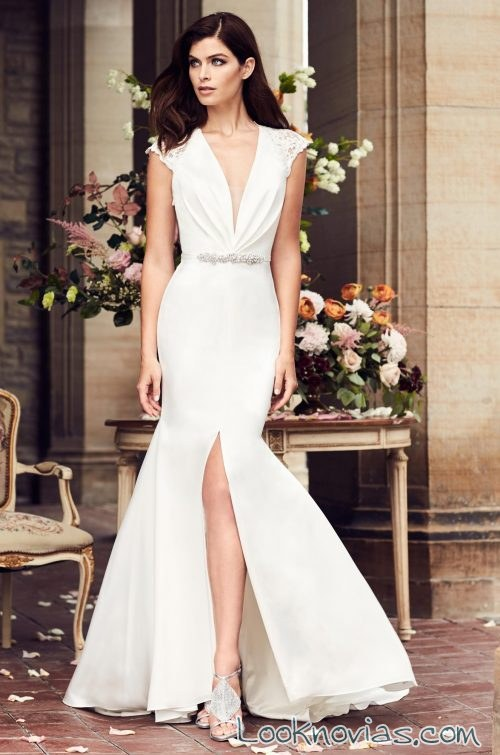vestido con abertura en la falda paloma blanca