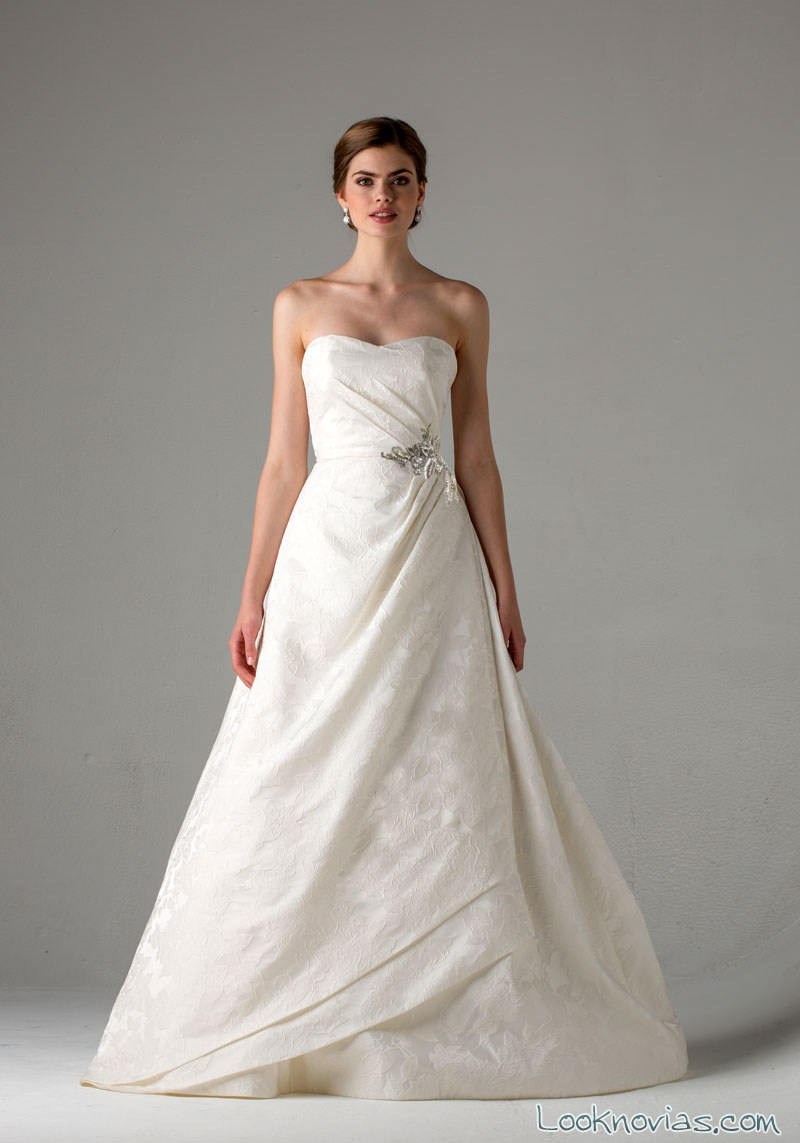 vestido con efecto envolvente para novias