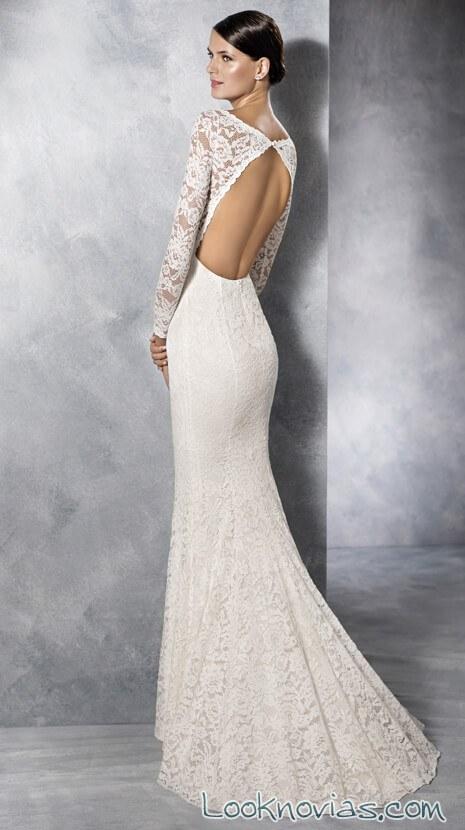vestido con escote amplio en la espalda