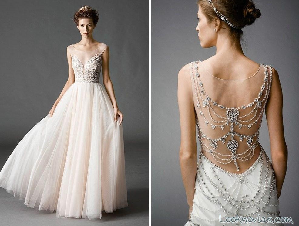 vestidos de novia con escote en la espalda y pedreria