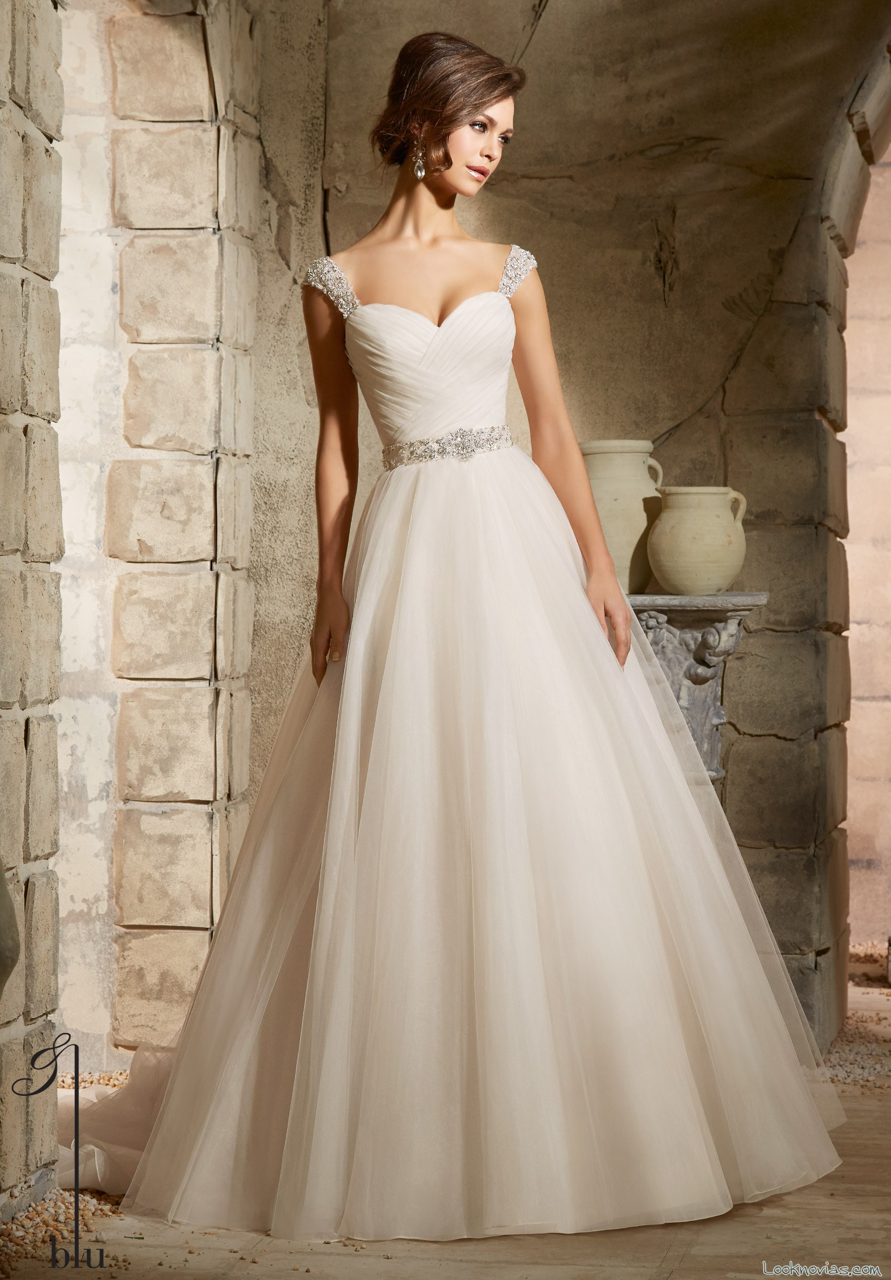Vestidos para novia blu de angelina faccenda for Wedding dress for flat chest