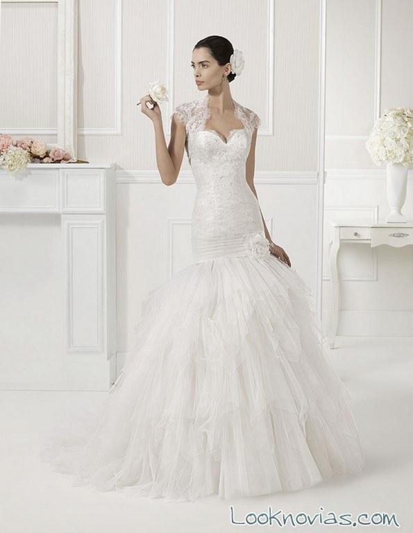 vestido con falda de vuelo alma novia
