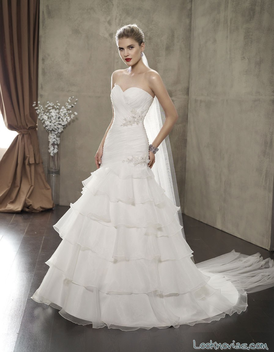 vestido con volantes de sarah bride