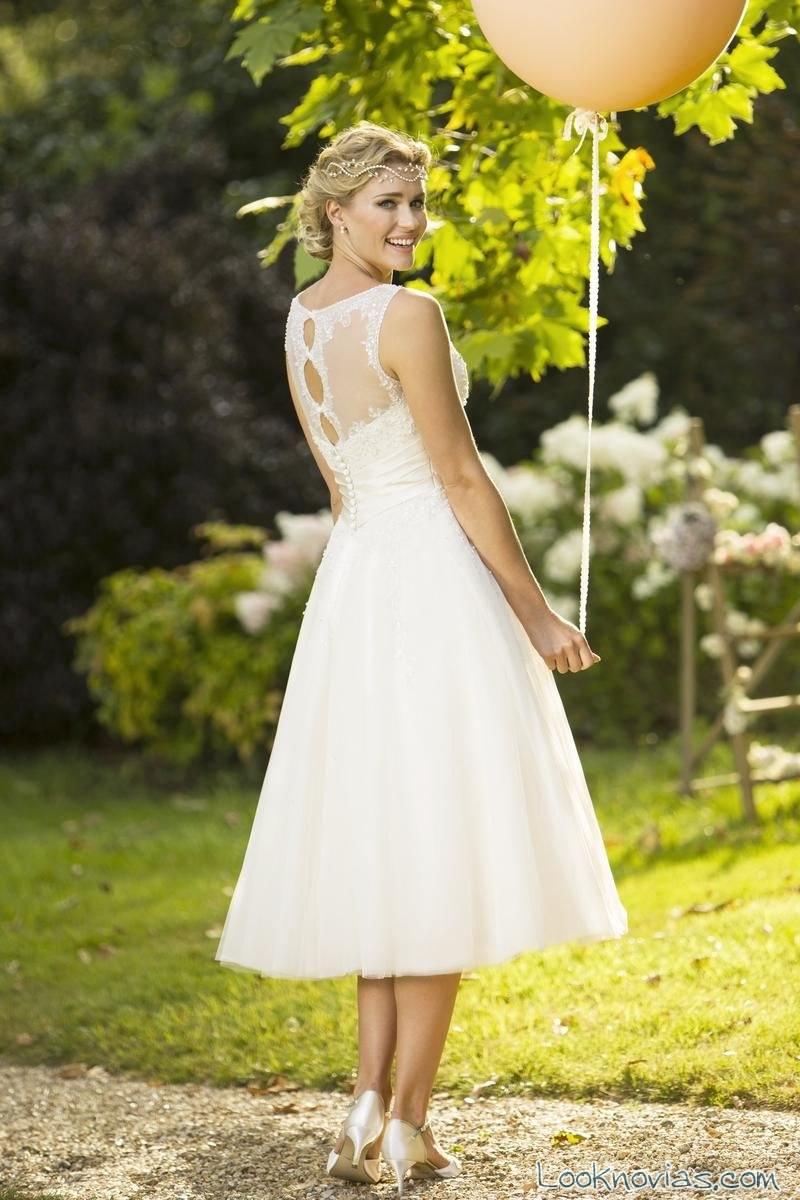 vestido corto vintage con escote en espalda