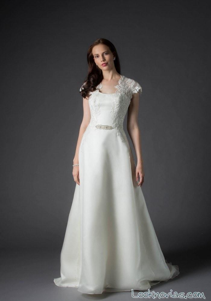 vestido de novia con bordados laterales