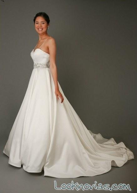 vestido de novia con cola de eden bridals