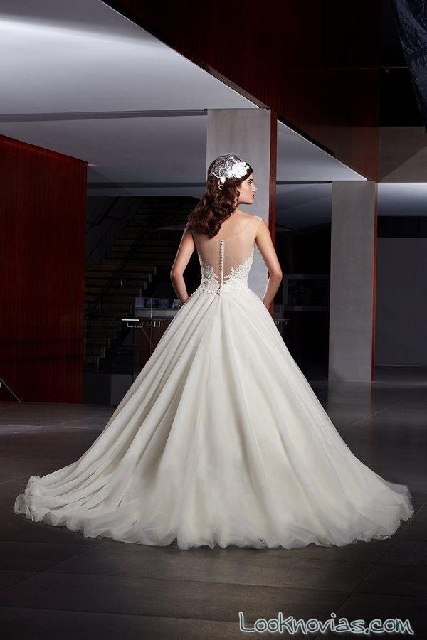 vestido de novia con escote en la espalda