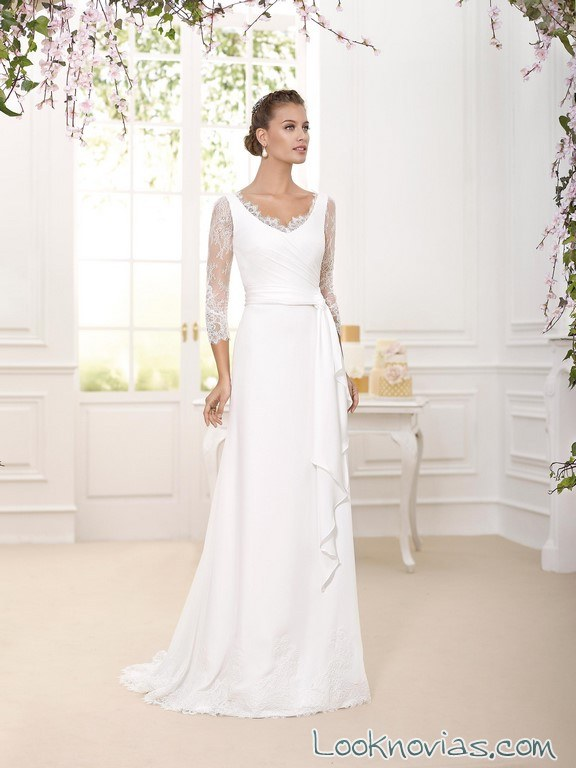 vestido de novia con escote redondo y mangas