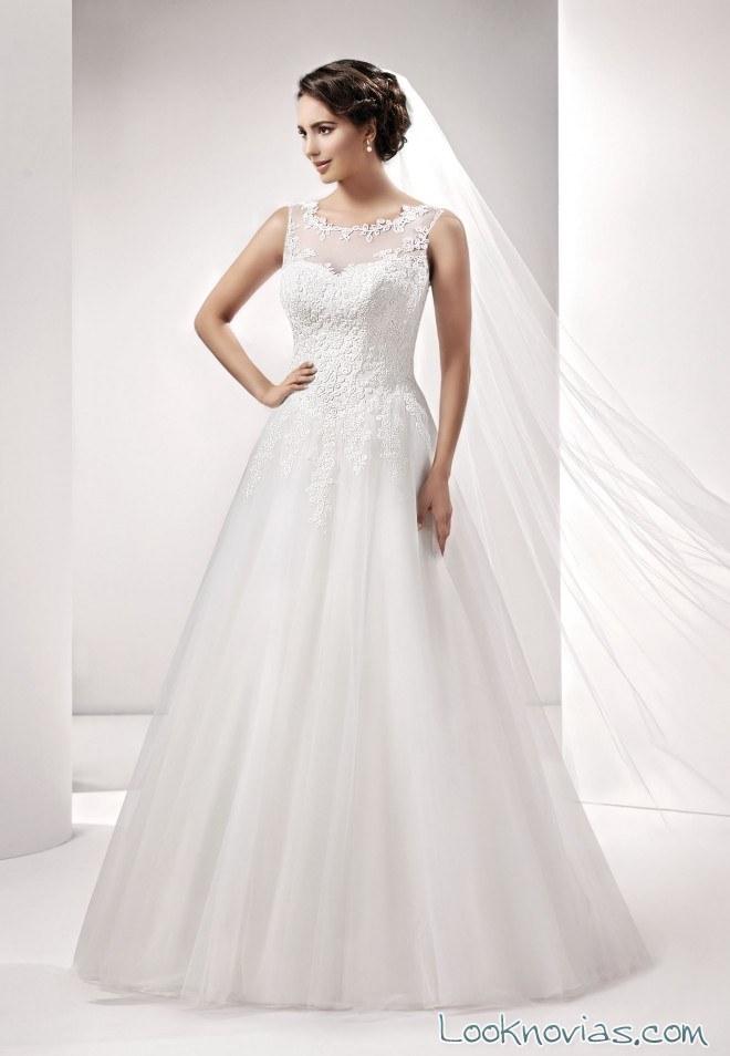 Vestido de novia con falda evasé y gasa