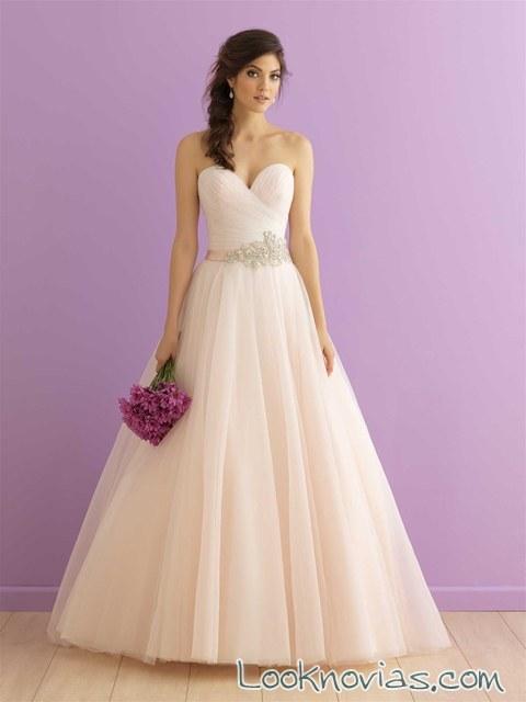 vestido de novia con volumen de corte romántico