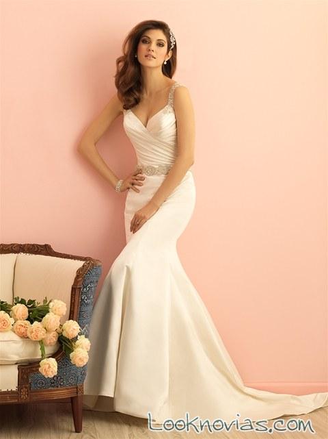 vestido de novia satinado con finos tirantes