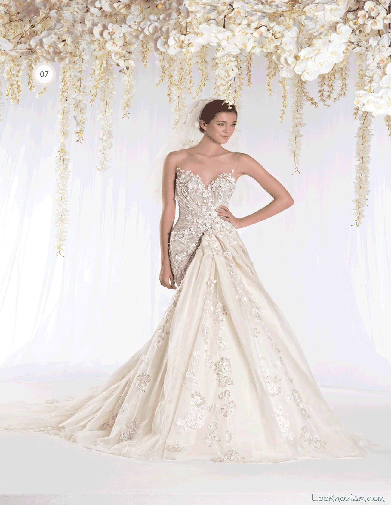 vestido de novia ziad nakad con volumen