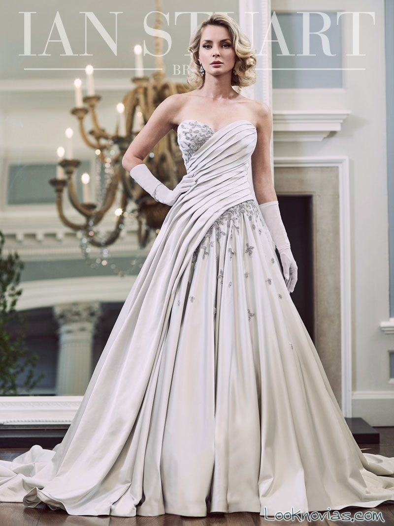 vestido de novias con cortes drapeados ian stuart