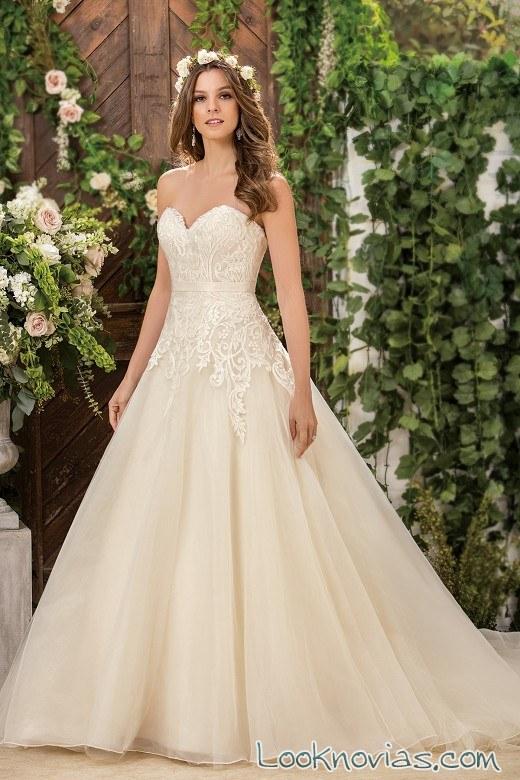 vestido de tul y escote corazón de jasmine bridal
