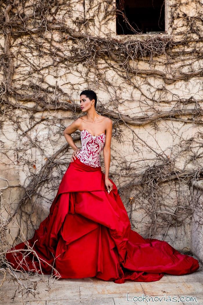apostarías por un vestido de novia en color rojo?