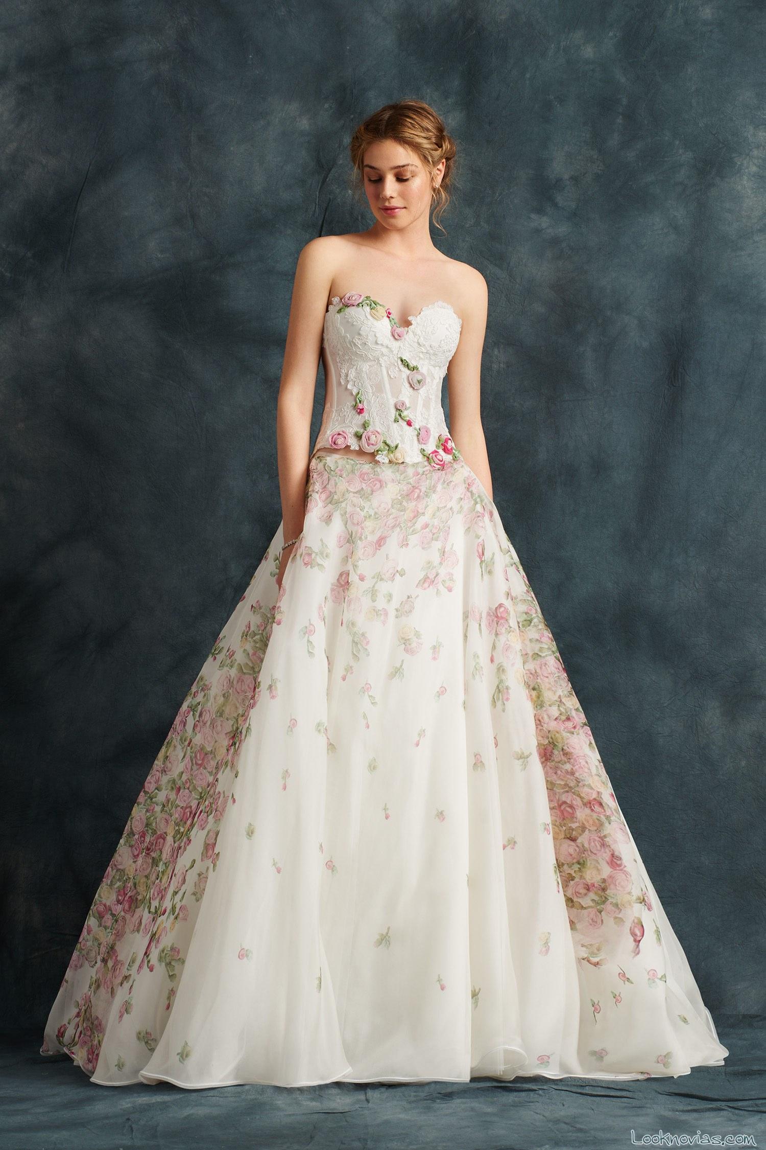 vestido evasé con flores en color para novias