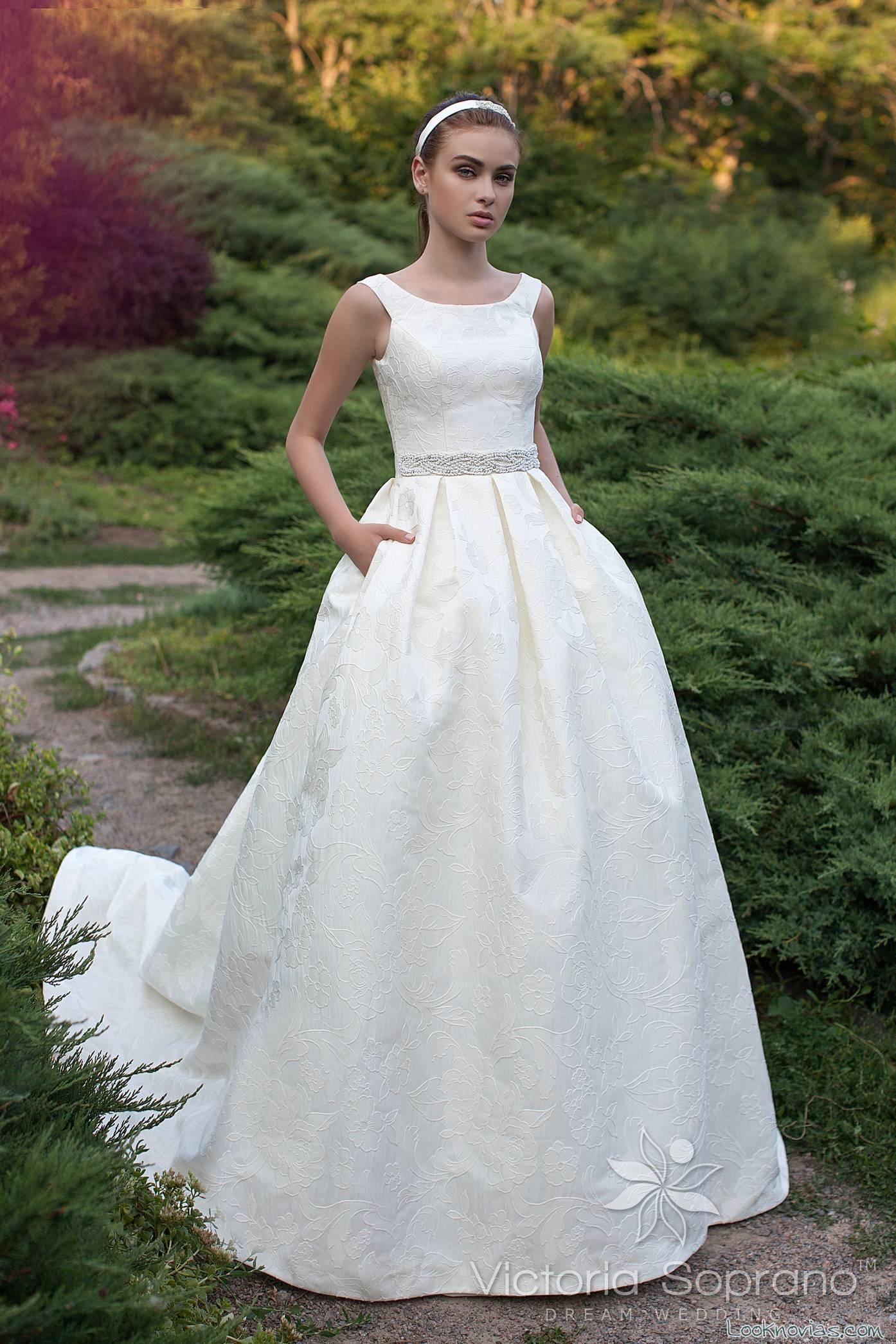 vestido evasé sencillo de novia victoria soprano