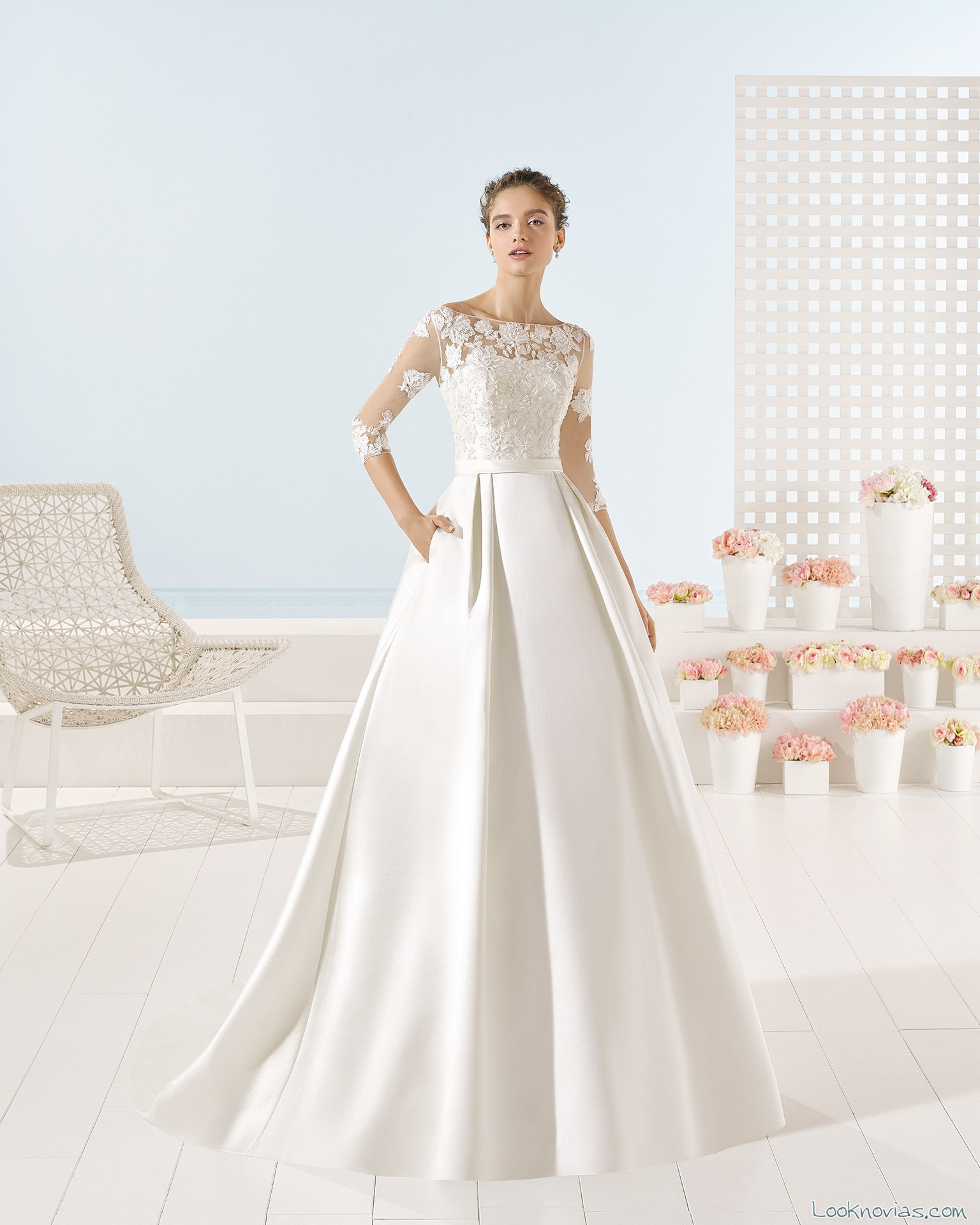 vestido luna novias con cuerpo encajes