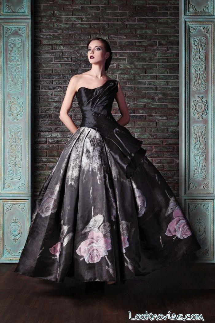 Vestido negro con falda de flores