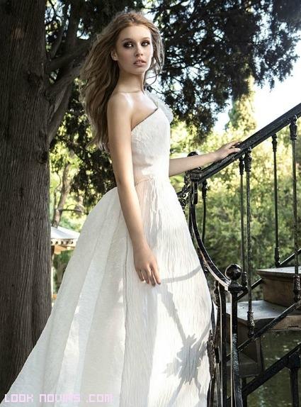 vestidos de novia con tejido arrugado