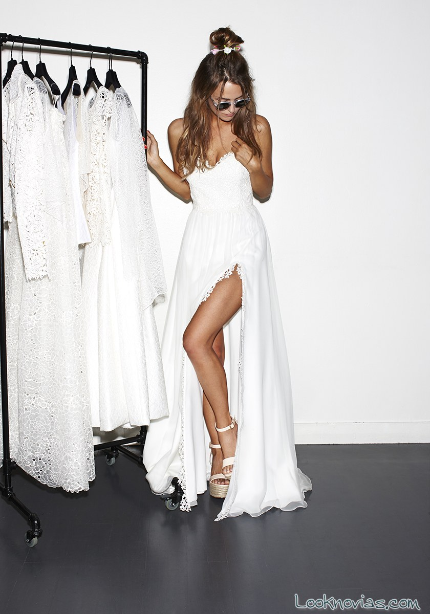 vestido novia con abertura en las piernas