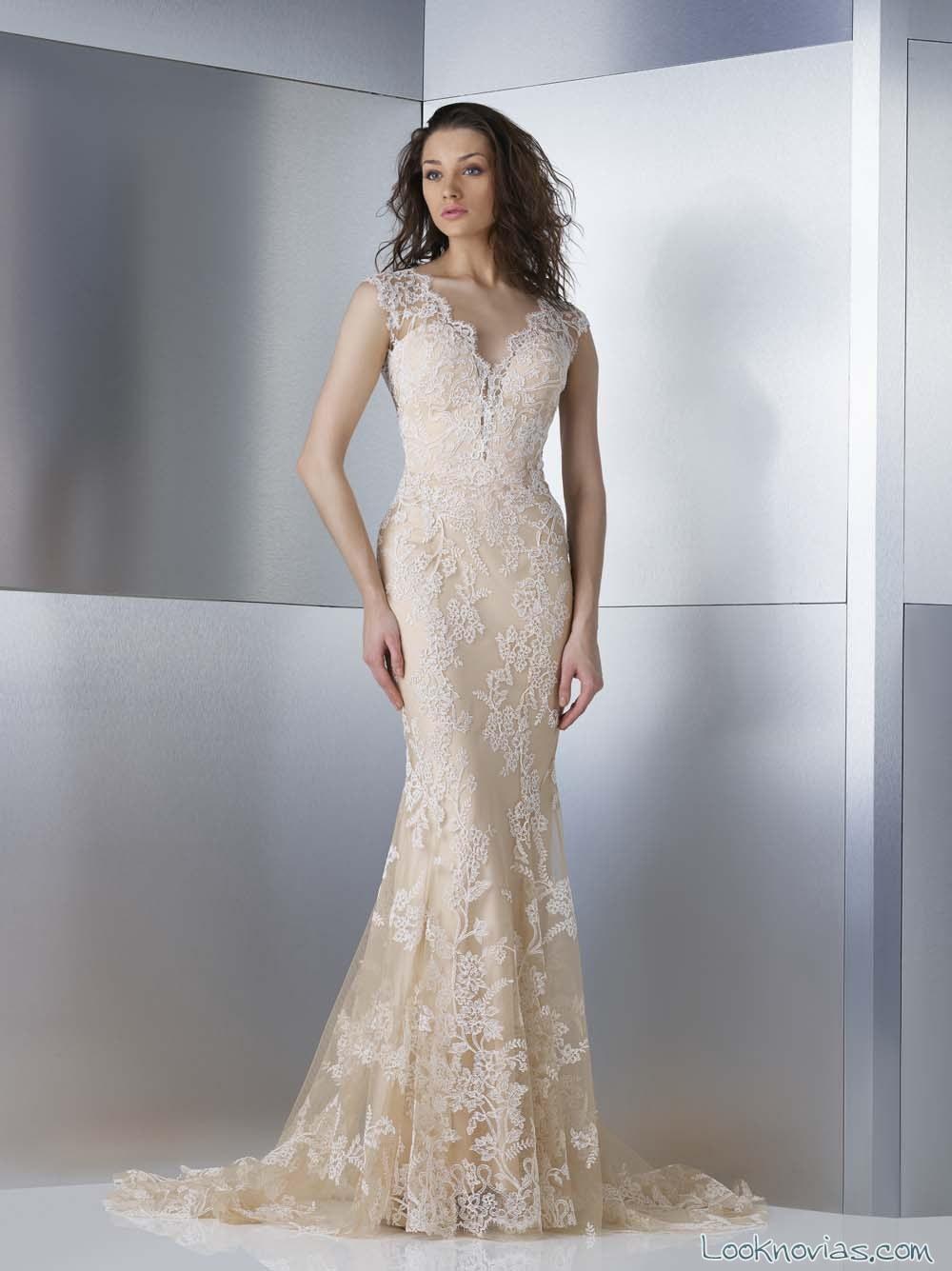 vestido novia en color dorado