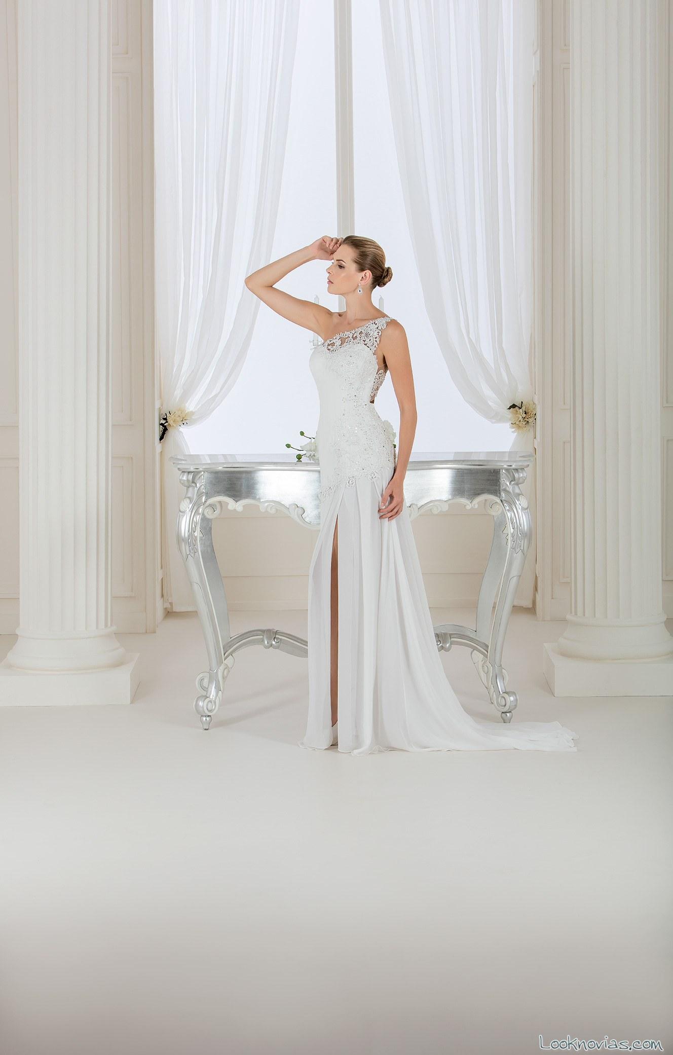 vestido plisado con abertura en las piernas