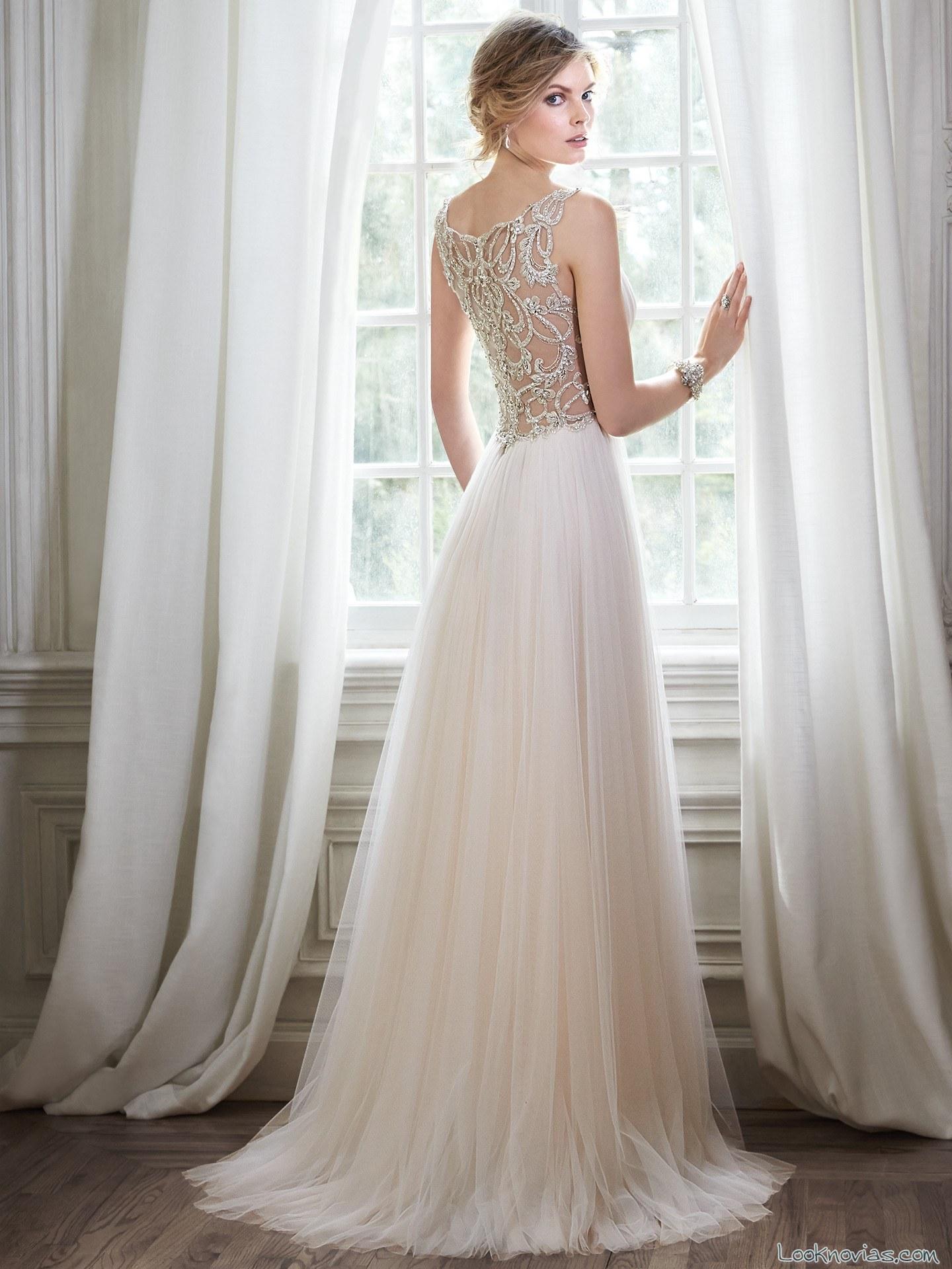 Vestido novia espalda pedreria
