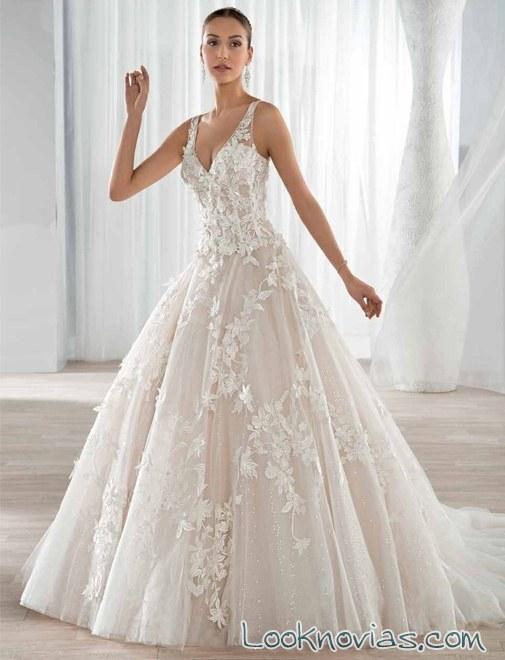 vestido princesa en color y con bordados