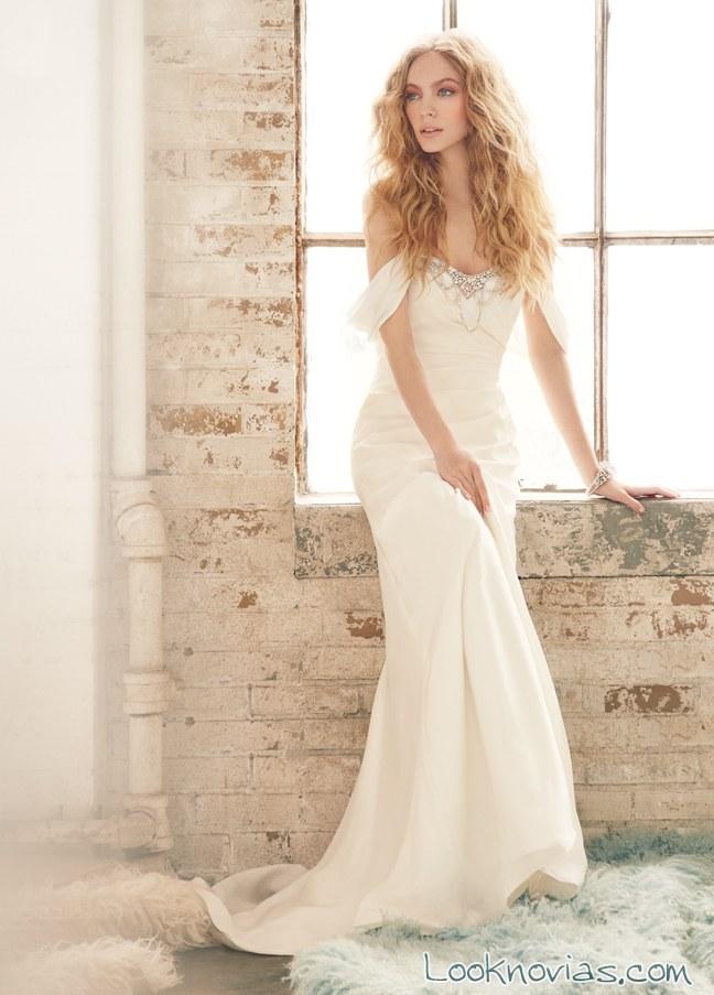 vestido recto con escote de hombros caídos