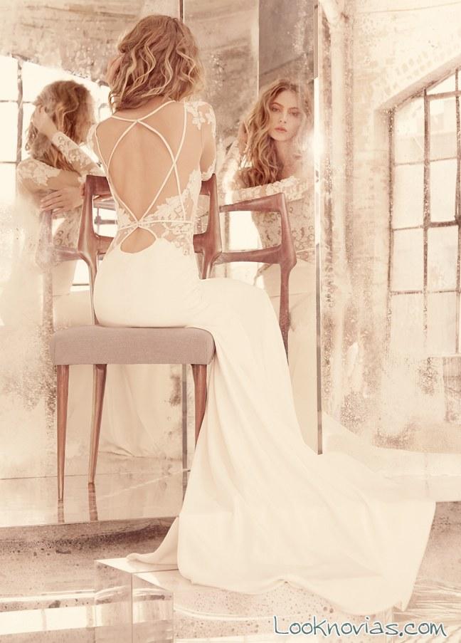 vestido recto con escote en la espalda