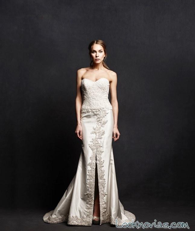 vestido recto de novia con abertura en la falda