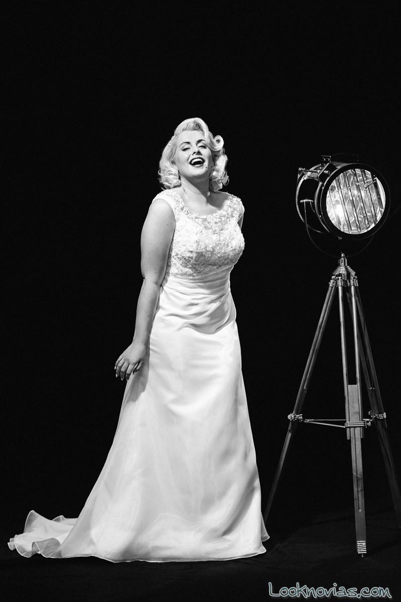 vestido recto de novia con curvas