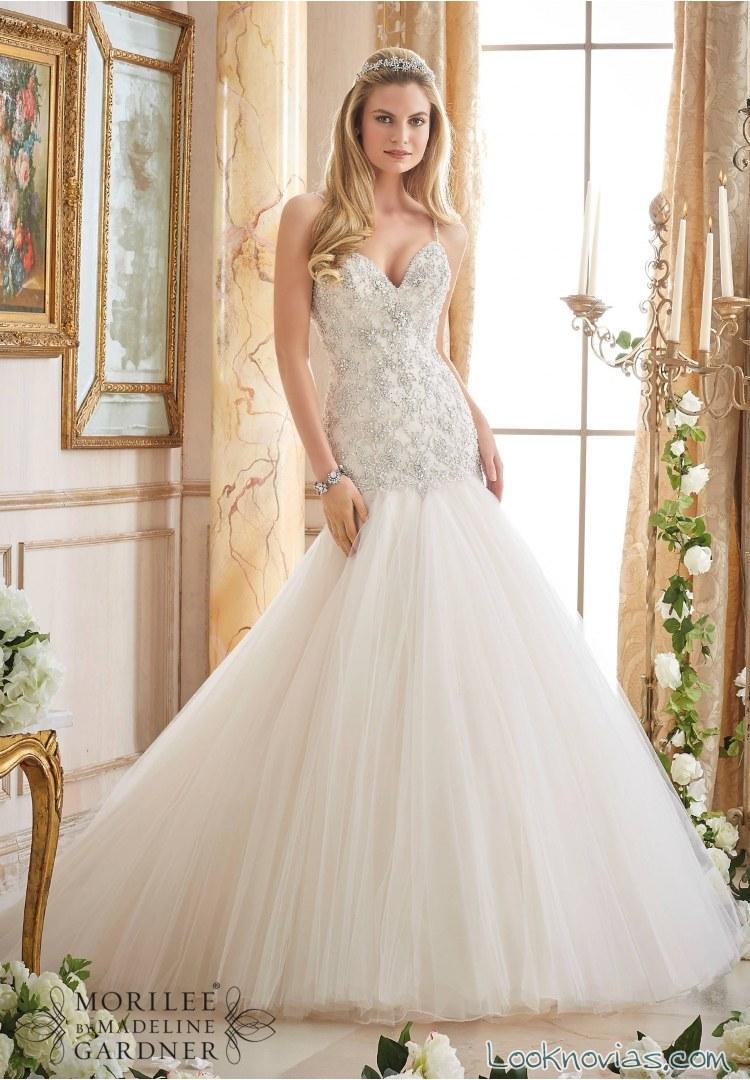 vestido recto de novia con falda lisa