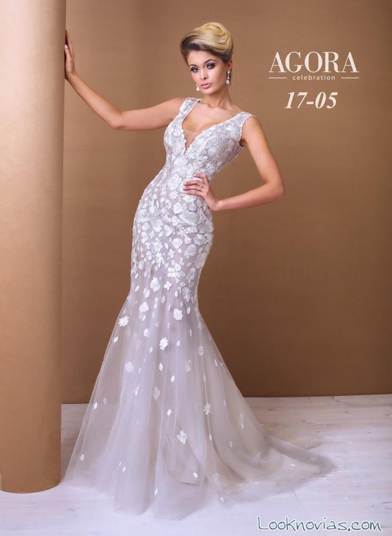 vestido recto de novia con tirantes y bordados grandes en relieve