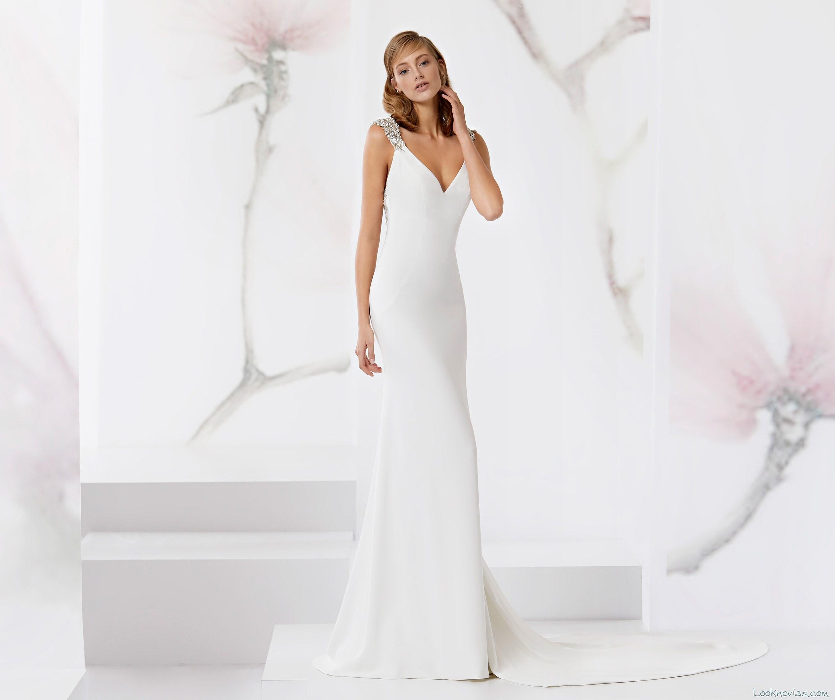 vestido recto novias con tirantes de pedrería