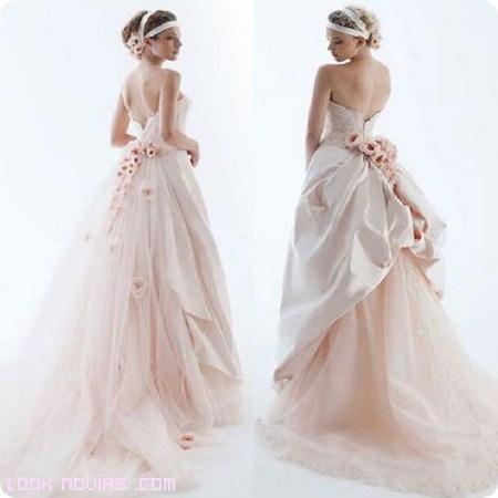 novias románticas en rosa