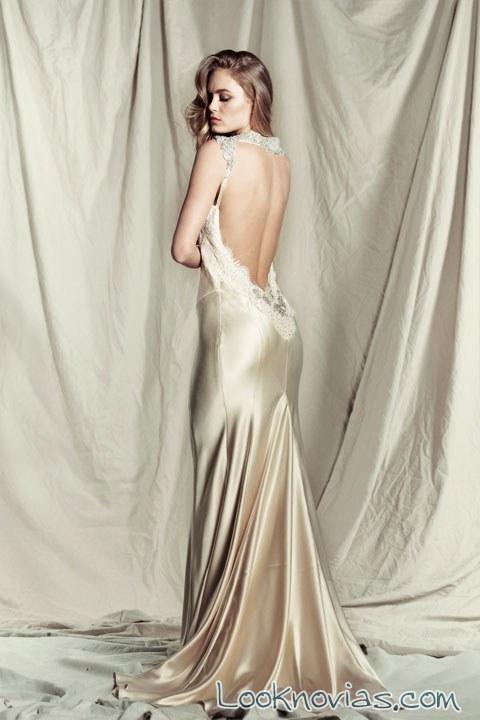 vestido satinado con escote trasero