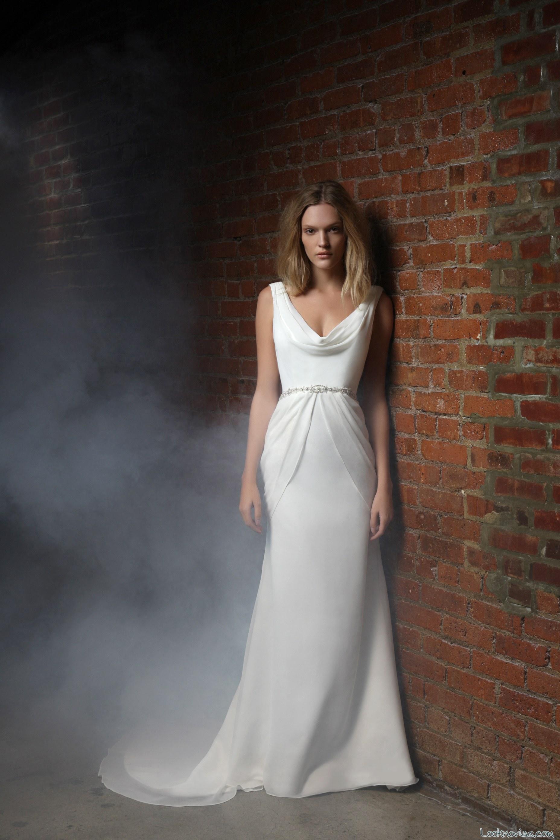 vestido satinado y elegante para novias