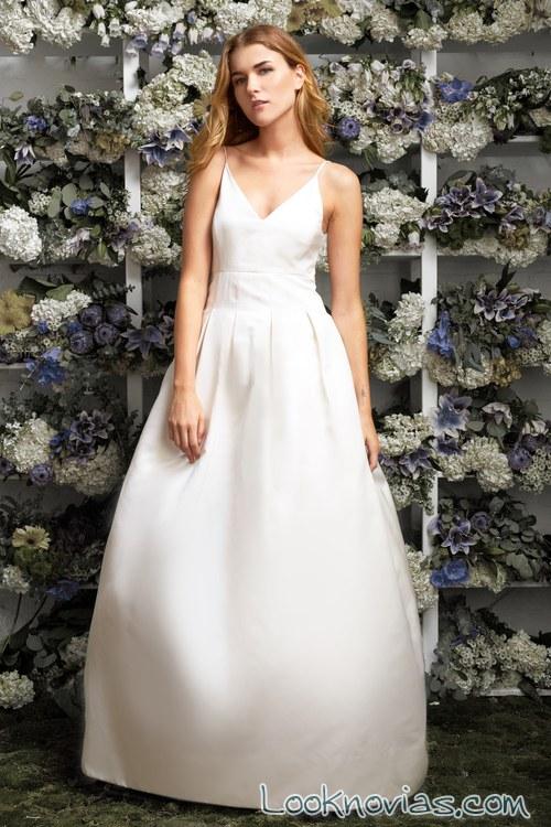 vestido sencillo con volumen de lakum