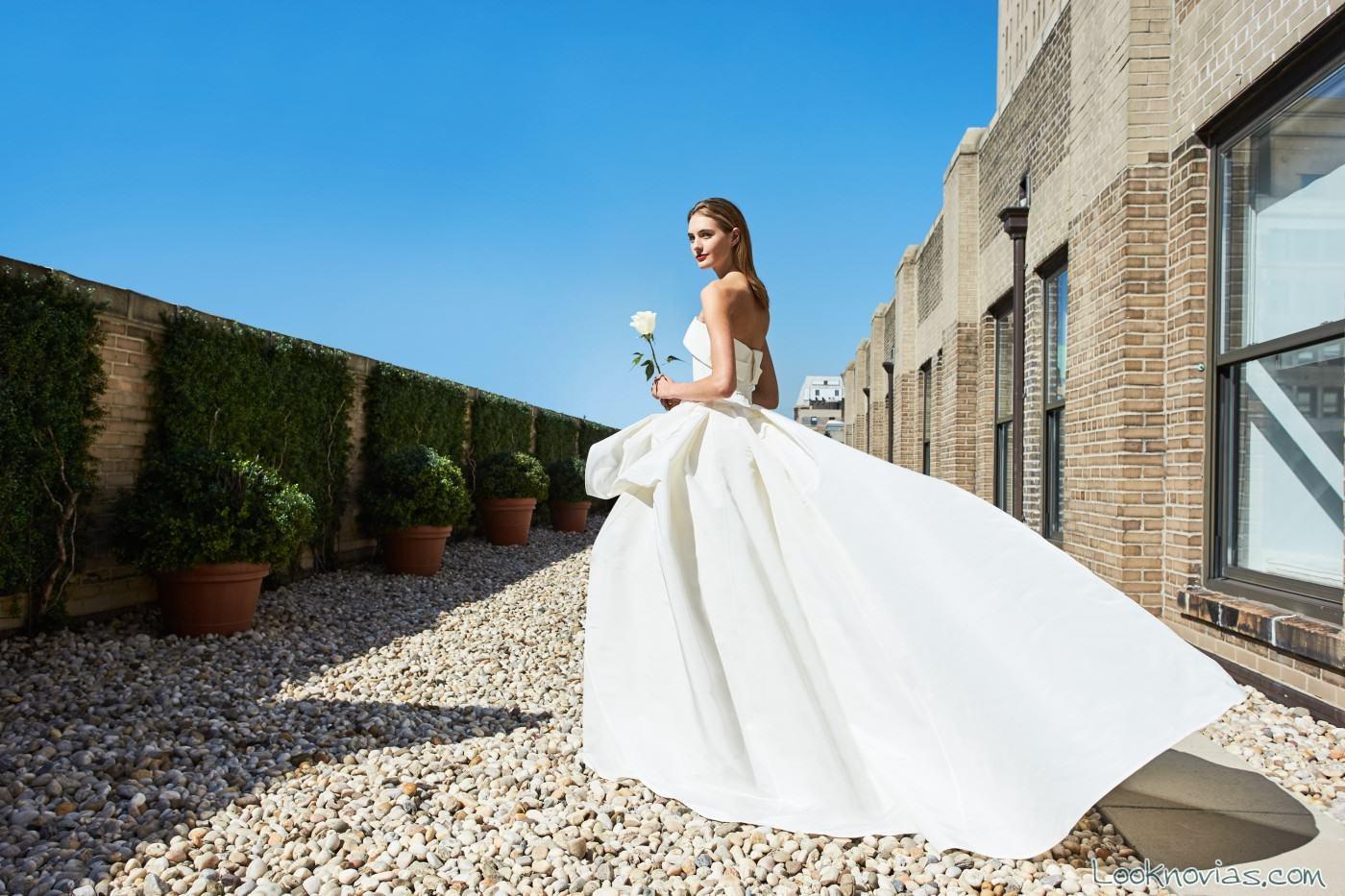 vestido sencillo novias carolina herrera