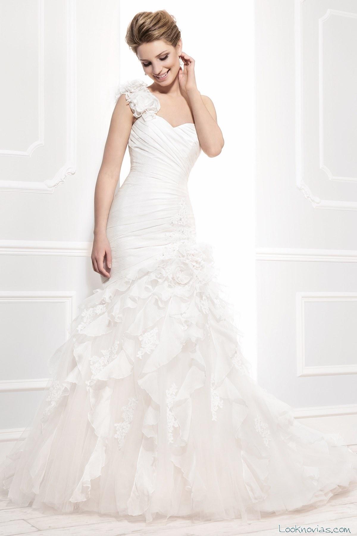 vestido sirena de corte asimétrico para novias