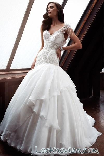 vestido sirena de novia con falda de volumen